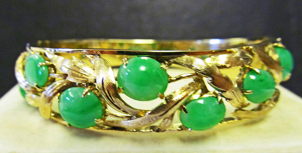 Apple Green Jade Cabochon Gold Bracelet